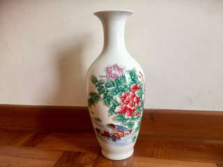 Porcelain vase, painting of Chinese mandarin ducks with peonies
