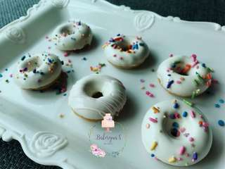 Baked donuts pop
