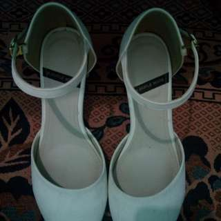 White heels: REPRICED!!!