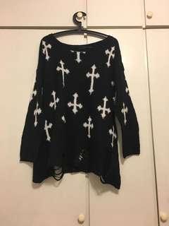 🚚 購於涉谷109 SpRay 十字架個性破洞黑色毛衣