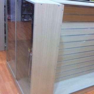 Display shelf formedge