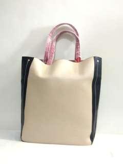 🚩🚩🚩 50% OFF Estee Lauder Beige/Black faux leather tote bag