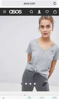 🚚 全新nike灰色v領T-shirt