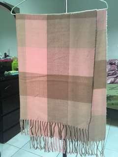 粉嫩格紋圍巾