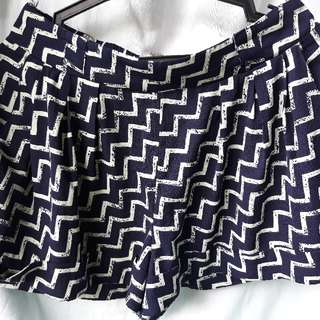 Preloved Chevron Design Shorts