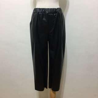 🚚 全新,腰鬆緊時尚必備保暖仿皮革寬褲,九分褲