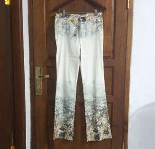 Celana White Jeans Flower Pattern Pant