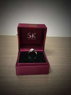 18K WG diamond Ring. Great as a proposal ring!