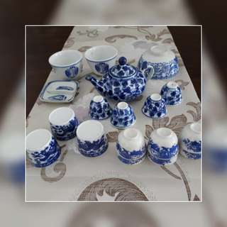 Blue and white porcelain ware l