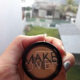 MAKEOVER POWDER EYESHADOW