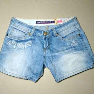 牛仔刺繡短褲
