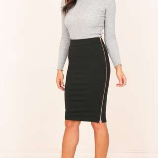BNWOT Showpo black bodycon skirt with rose gold zip size 10