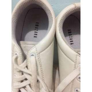 Amazara Sneakers