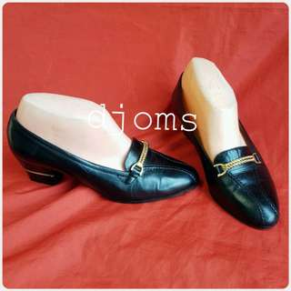 SZ 35.5 5 GUCCI CHAIN BLACK SLIP ON POINT LOAFERS SHOES