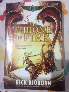 The Throne of Fire by Rick Riordan (Sequel to The Red Pyramid)