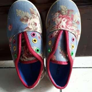 Sepatu anak tanpa tali