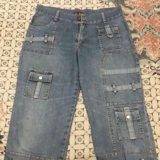 Celana pendek levis merk fei fei