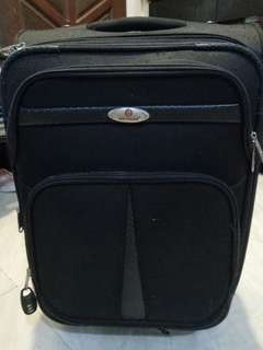 Voyager black leather luggage M