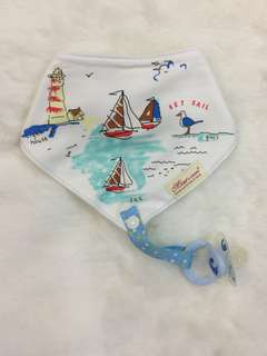 Triangle bib with taggy