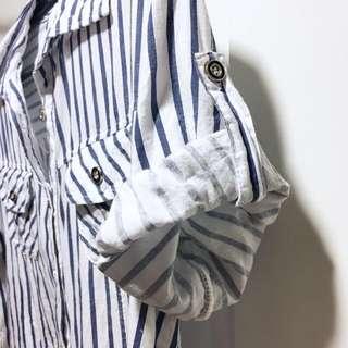 🚚 藍白相間條紋休閒短袖襯衫 (F Size) 袖子可捲起扣子固定設計