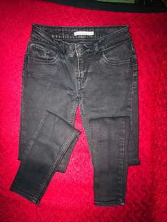 Levis Jeans very skinny fit to 25-28