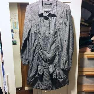🚚 《Tough》香港Bauhaus長版深灰綉黑點襯衫,下擺抽繩設計
