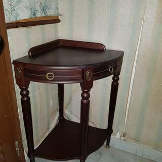 Corner angle table with small drawers