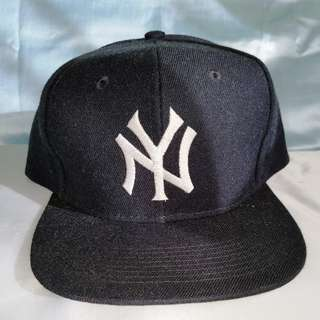 New York Yankees Adult Black Hat Adjustable Baseball Cap
