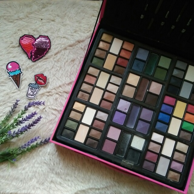 Sale!! Eyeshadow make up set from the US