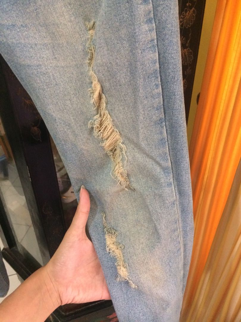 JSK ripped jeans