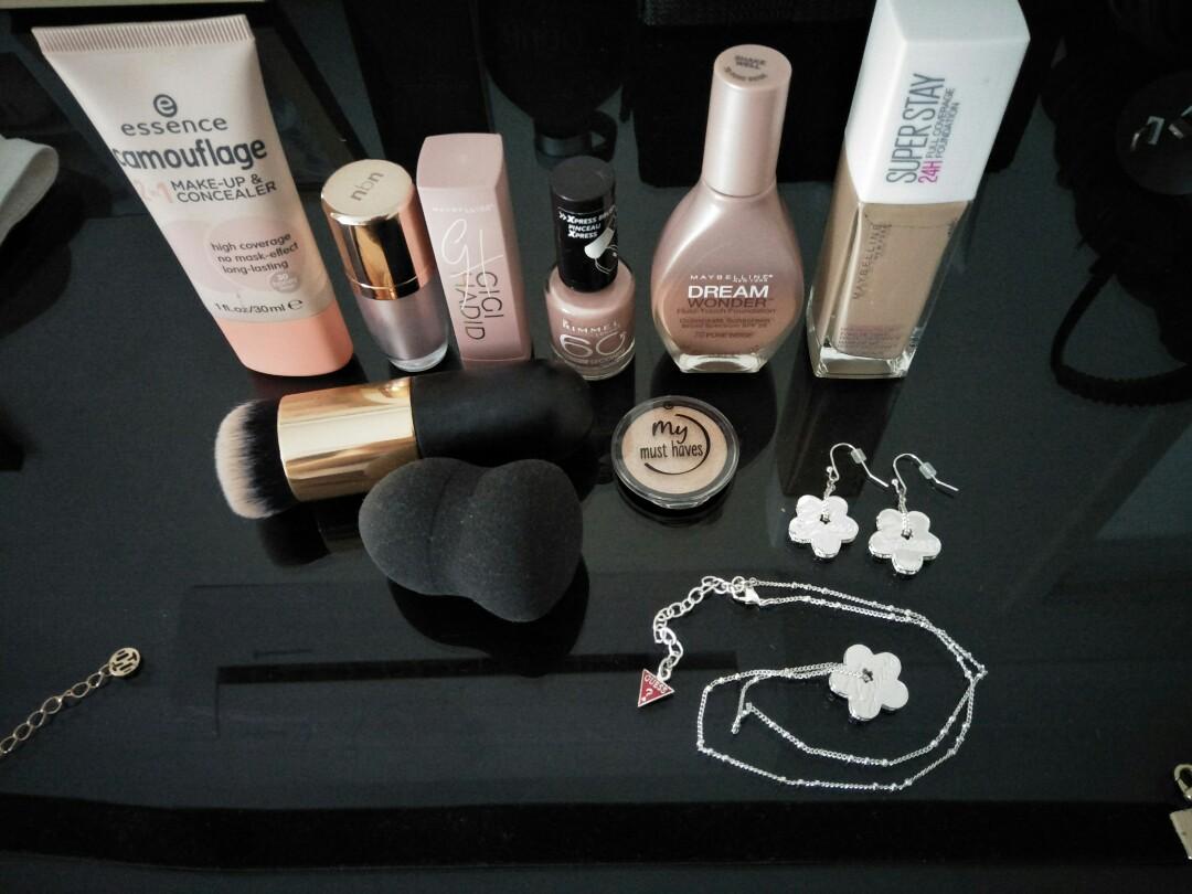 Makeup and jewellery bundle