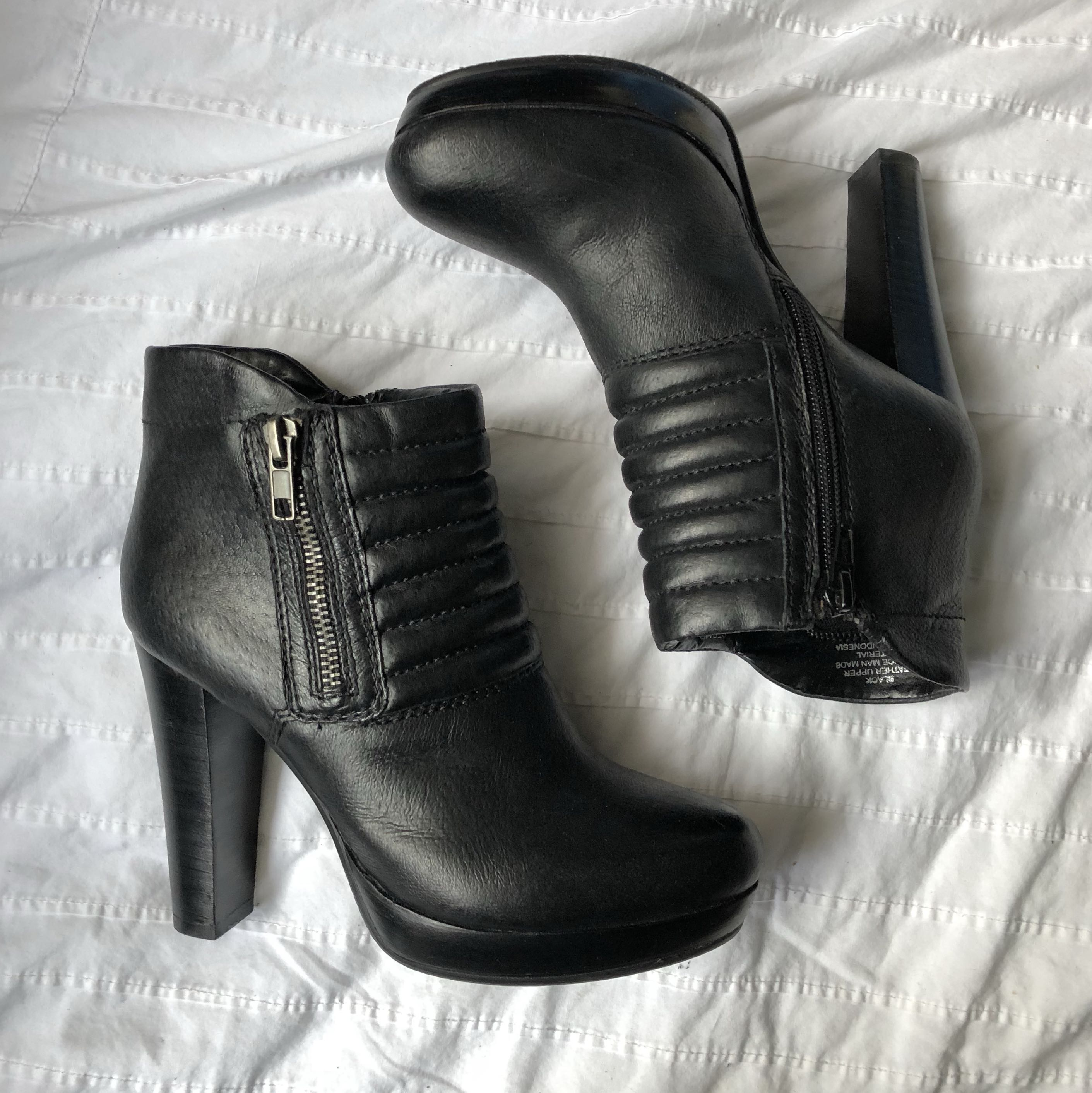 Steve Madden leather booties BNIB-size 5.5