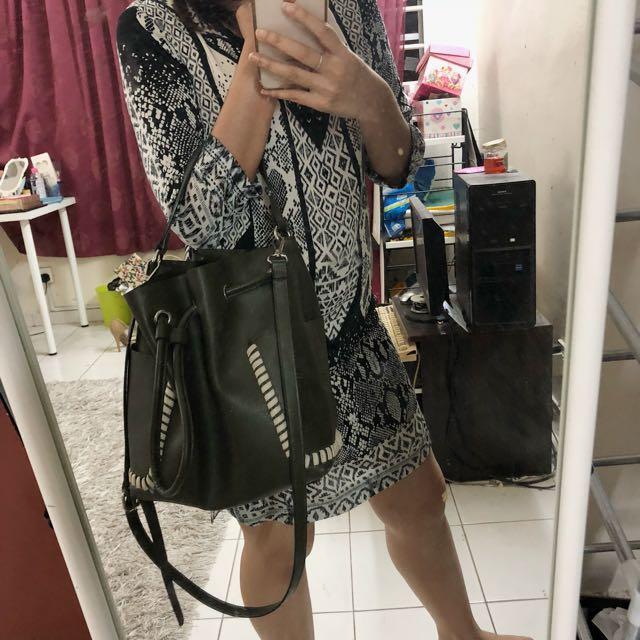 34ff9c42ca zara bucket bag, Women's Fashion, Bags & Wallets on Carousell