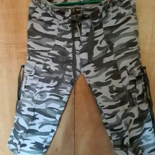 Freego 6 pocket Capri pants camouflage