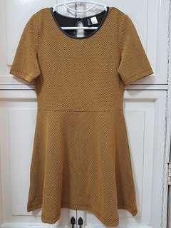 DIVIDEND H&M mustard yellow dress