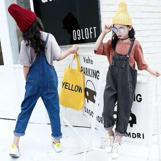2018 spring and autumn new tide female big boy retro fashion solid color long-sleeved T-shirt + denim bib pants two