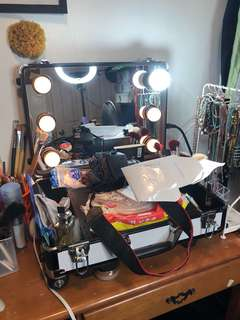 Make up vanity kit good as new a month ago