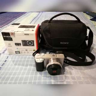 SONY A6000 WITH 16MM F2.8 LENS WITH SONY CAMERA BAG AND BOX