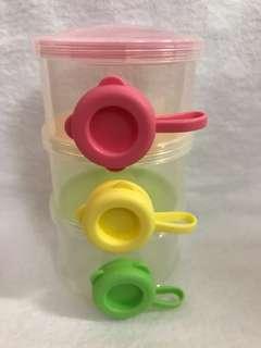 Formula milk container / dispenser
