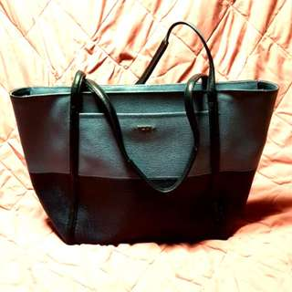 ✔AUTHENTIC TUMI BAG