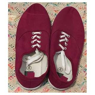 Charity Sale! Authentic UH Casual Men's Shoes Size 9 US Men