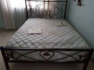 Bed with mattress queen size