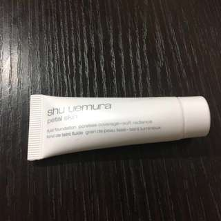 Shu uemura 粉底 Petal Skin Fluid Foundation