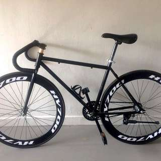 Fixie / Stealth Black / 26 Inches