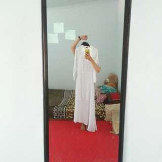 Baju muslim putih