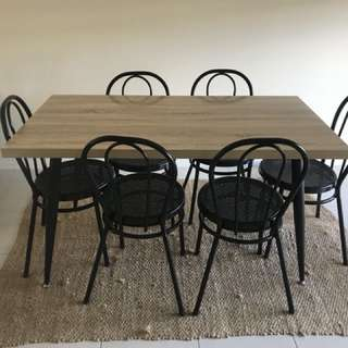 Dineing Table & Chairs