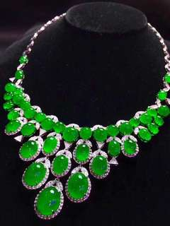 18K white gold emeralds diamond necklace (pls PM for the price)