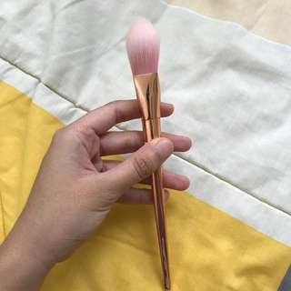 Rose gold pointed foundation brush