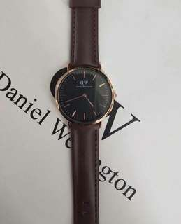 DANIEL W LEATHER STRAP 😍😍😍  RESELLERS ARE WELCOME ❤️❤️ ✔️offers lowest price 📌paperbag 📌box 📌tag  ‼️authentic quality‼️ ‼️US GRADE ‼️