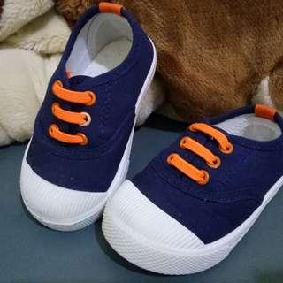 Sepatu size 22